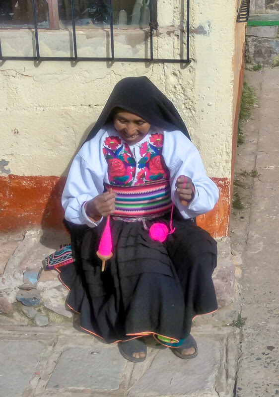 aymara+quechua+indigenous+peruvian+women+colorful+clothes+isla+amantani+puno+lake+titicaca+peru+south+america