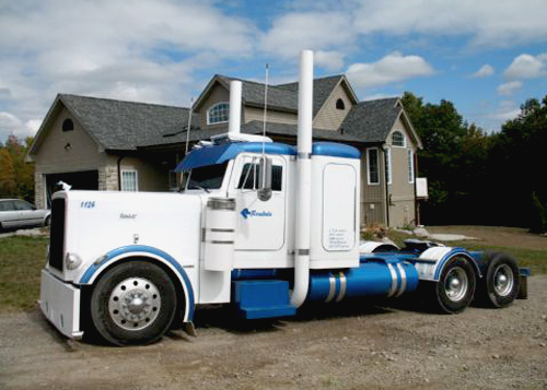 Peterbilt 379 Extended Hood 127BBC with replaceable fenders