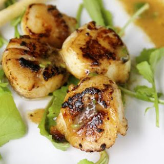 10-minute pan-seared scallops with Champagne sauce
