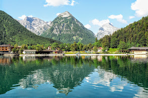 Photo: Pertisau, Karwendelblick - Spaziergänge und kurze Wanderungen zwischen Mittenwald und Achensee  https://pagewizz.com/wandern-und-spazieren-zwischen-mittenwald-und-achensee-im-karwendel-und-wetterstein/ (Aufrufe: 54928)