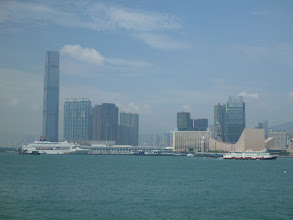 Photo: Pohled na Kowloon z ostrova Hong Kong...