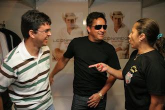 Photo: A empresária Bette falando sobre minhas músicas para o Leonardo.