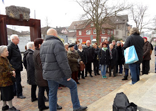 Photo: Erster Halt vor der Stadtbibliothek