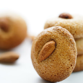 Old-Fashioned Chewy Almond Macaroon – Nancy Macarons