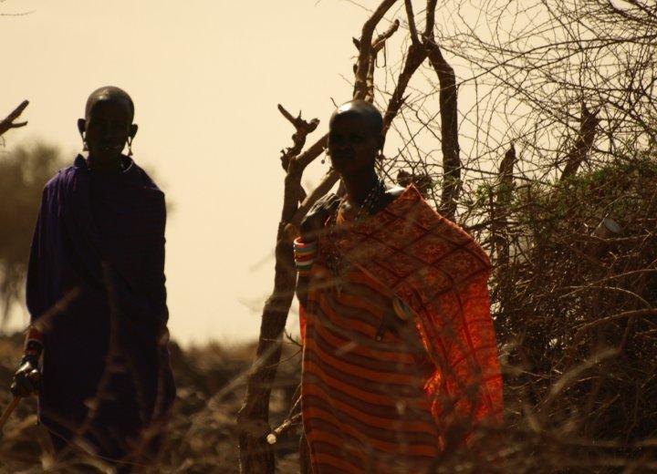 Donne masai di clamon