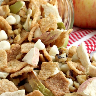 Easy Apple Pie Trail Mix