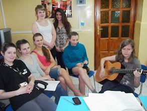 Photo: Relaks przy gitarze w klubie internackim