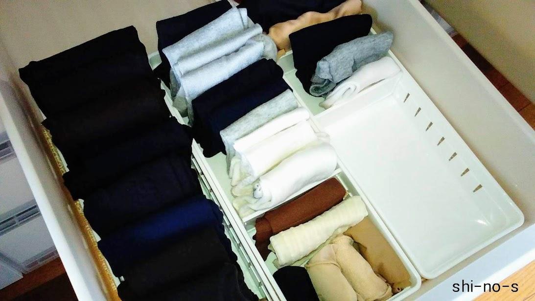 白いボックスで仕切られたタイツや靴下