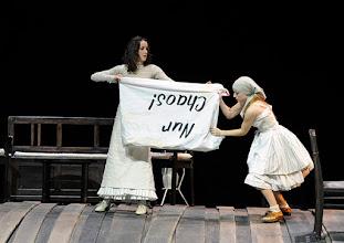 Photo: WIEN/ Burgtheater: WASSA SCHELESNOWA von Maxim Gorki. Premiere22.10.2015. Inszenierung: Andreas Kriegenburg. Sabine Haupt, Alina Fritsch. Copyright: Barbara Zeininger