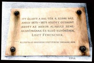 Photo: Boedapest - plaquette op de locatie van de oudste Muziekacademie (adres Irány utca nr 1)
