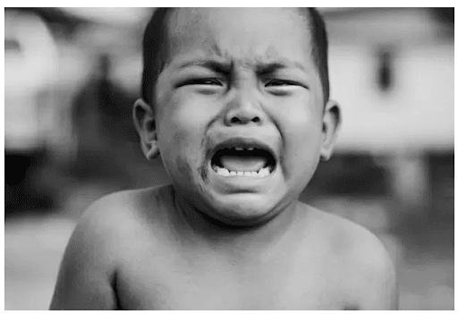 Vì sao trẻ con hay khóc