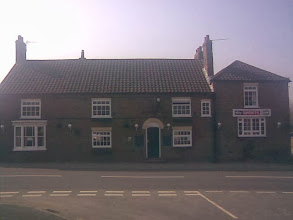 Photo: The Black Swan, another pub that's prospered by being on a junction. Bryant Close opposite was practically a permanent camp for Canal and Railway navvies from Georgian times. Locally called the Mucky Duck.