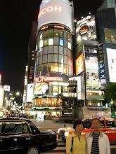 Photo: 谢谢红梅海勇给我们照世界闻名的东京银座照