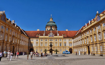 Photo: Benediktinerkloster Stift Melk: Innenhof