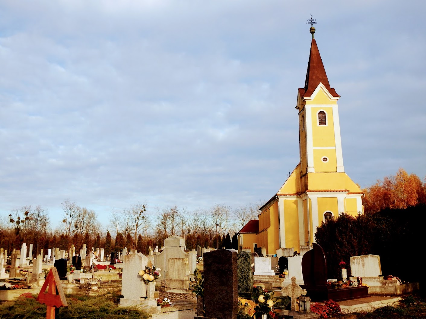 Vasszécseny - Lipárti Keresztelő Szent János templom a temetőben