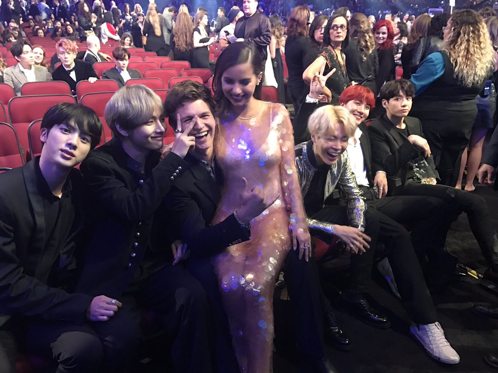 """Celebrities React To Bts >> More Celebrities React To BTS's """"DNA"""" Performance At The 2017 AMAs - Koreaboo"""