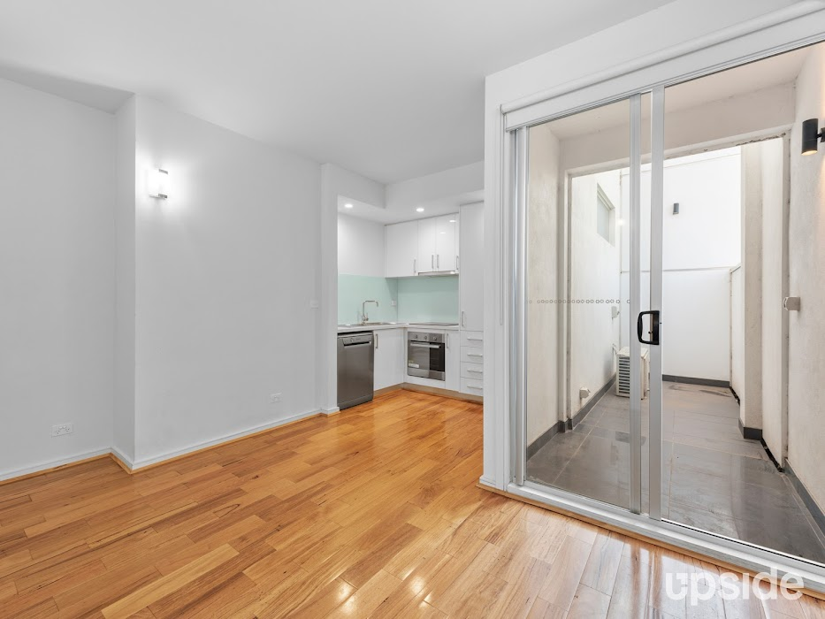 Main photo of property at 2/270 Centre Road, Bentleigh 3204