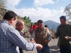 Photo: La familia Batista afanada en lo que todos ( Felipe padre, Felipe hijo y Diego)