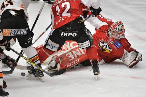 Det var spel mot Sports mål och Rasmus Rinne. Offensivt hade Sport svårt att skapa något. (Foto: Samppa Toivonen)