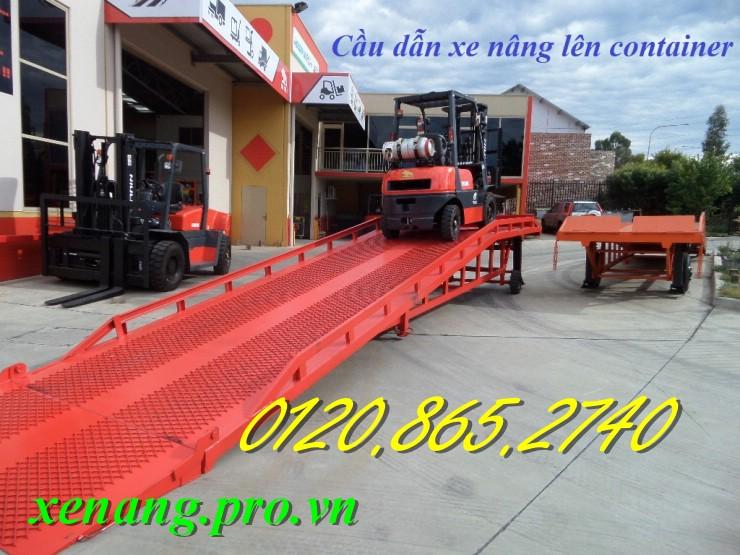 Cầu di chuyển lên container (cầu xe nâng)