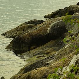 Round cliffs  by Alf Winnaess - Uncategorized All Uncategorized