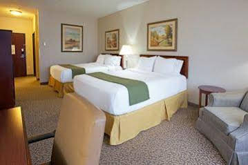 Holiday Inn Express and Suites Conroe I45 North