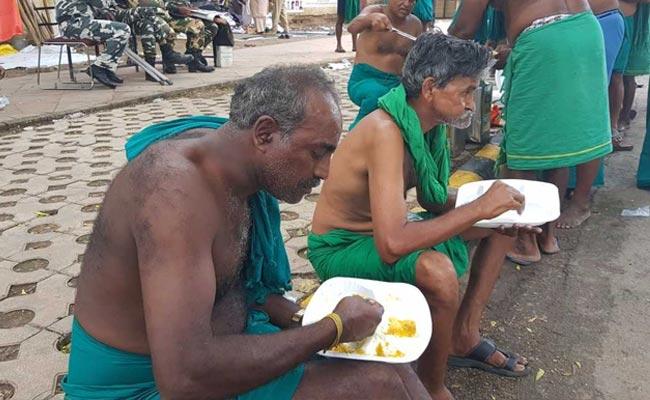 For Tamil Nadu Farmers Protesting In Delhi, Daily Langar From Gurdwara