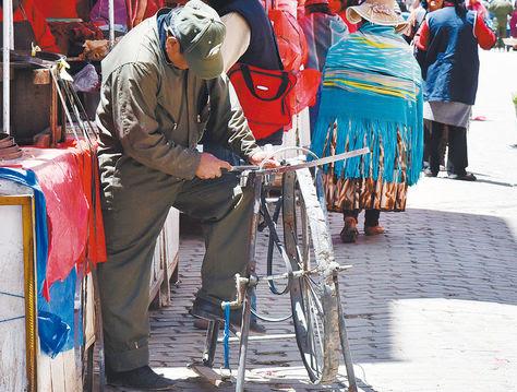 Hay al menos 10 oficios que están camino a desaparecer en El Alto