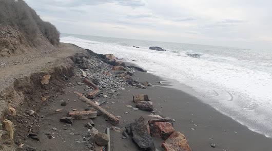 Solicitan la regeneración de la costa entre La Caracola y Guainos