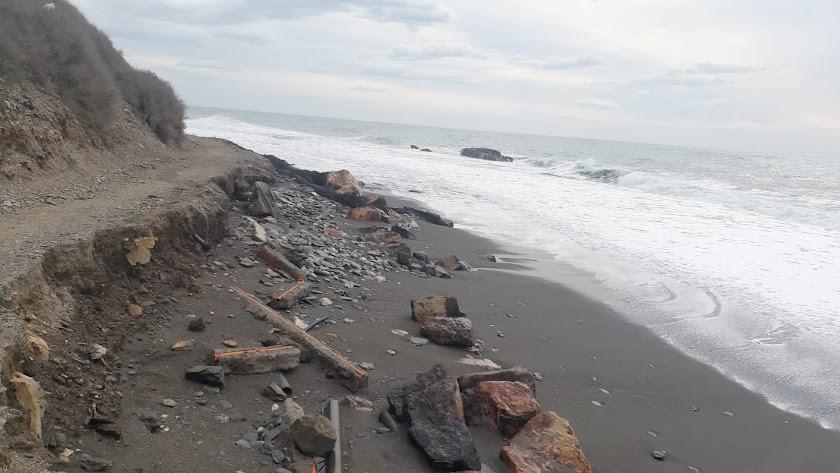La moción de regeneración de la costa de La Caracola a Guainos se presentó en el Pleno.