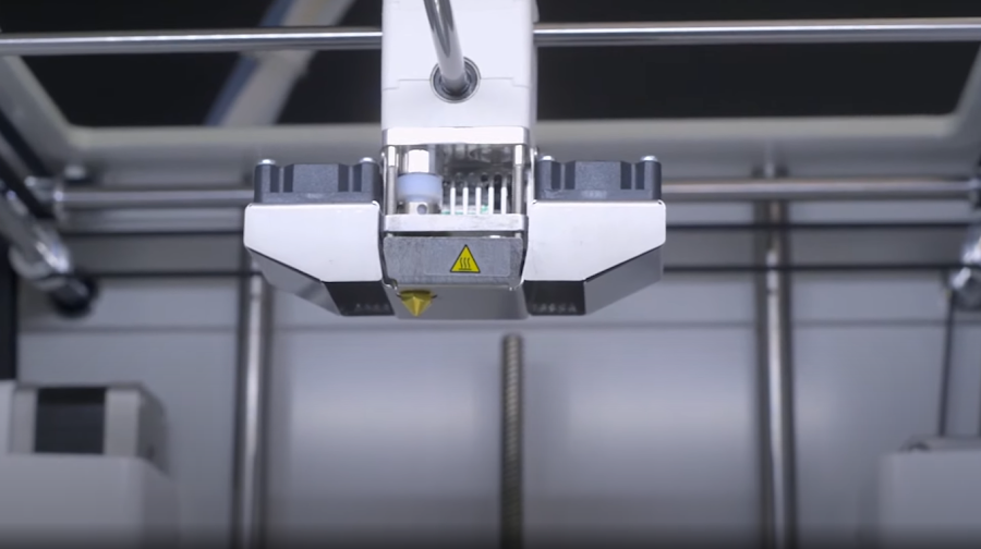 While simple, the one nozzle of the Ultimaker 2+ Connect gives you a lot of freedom in choosing your nozzle.
