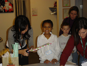 Photo: Alonje  wrapping gifts