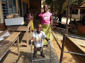 Photo: une centaine d'enfants atteints de polio ou maladies génétiques graves y seront plâtrés, appareillés, rééduqués, scolarisés