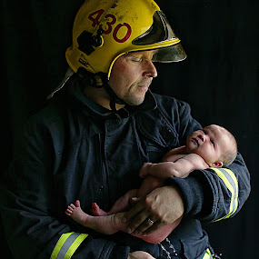 Fireman and his newborn daughter by Pirjo-Leena Bauer - People Family ( dad with kids, dad and kid )
