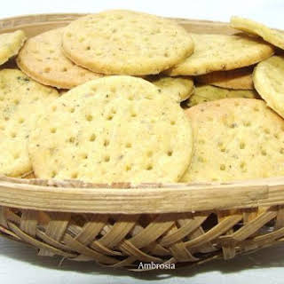 WHOLE WHEAT CRACKERS WITH CAROM AND FENUGREEK.