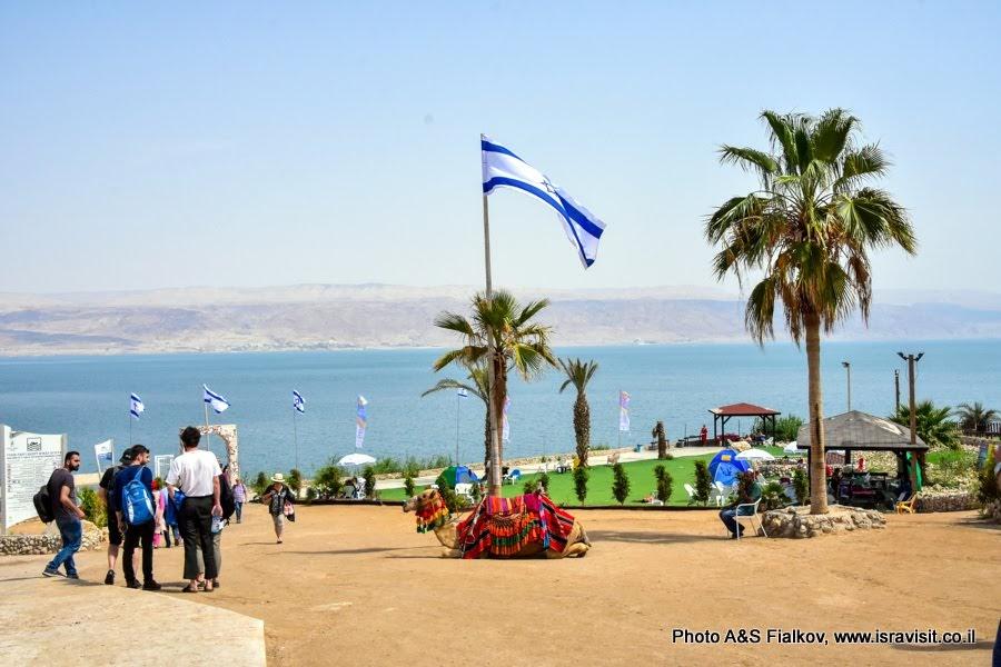 Экскурсия и отдых на Мертвом море. Пляж Неве Мидбар – оазис в пустыне. Мертвое море. Гид в Израиле Светлана Фиалкова.