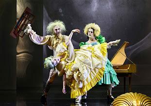 """Photo: WIEN/ Burgtheater: """"Der eingebildete Kranke"""" von Jean Baptist Moliere, Premiere 5.12.2015. Inszenierung: Herbert Fritsch. Joachim Meyerhoff, Marie Luise Stockinger, Markus Mayer.  Copyright: Barbara Zeininger"""
