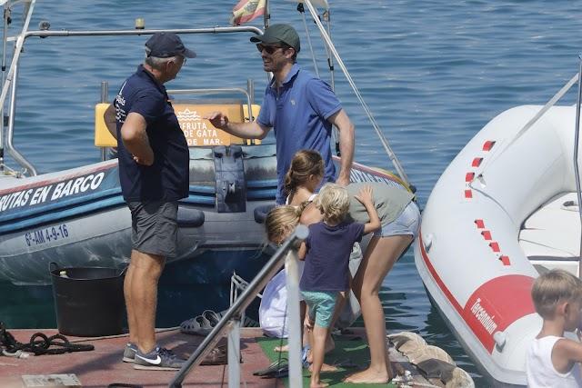 Pablo Casado junto a su familia durante sus primeras vacaciones en Almería.