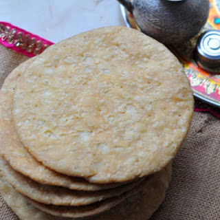 Pheki Mathri Recipe (Crispy Fried Savoury Fritters)