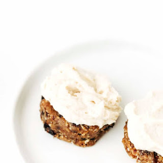 Almost Raw Vegan Oatmeal Raisin Cookies with Vanilla Cashew Buttercream.