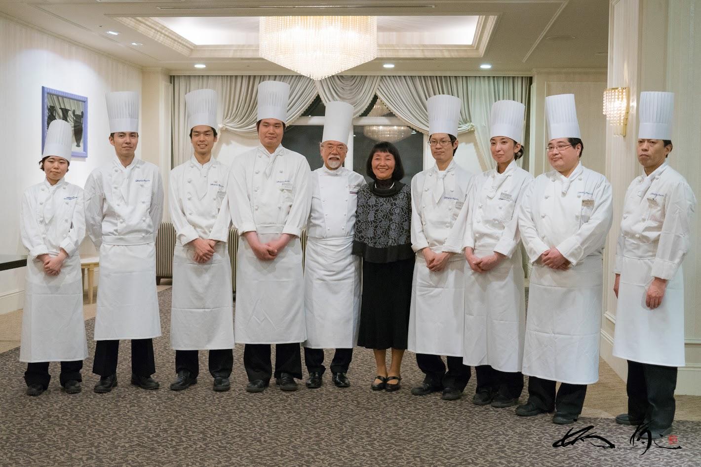 お料理スタッフの皆さんと高井先生!