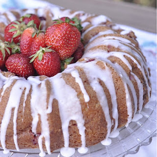 Strawberry Sour Cream Cake – a taste of summer!