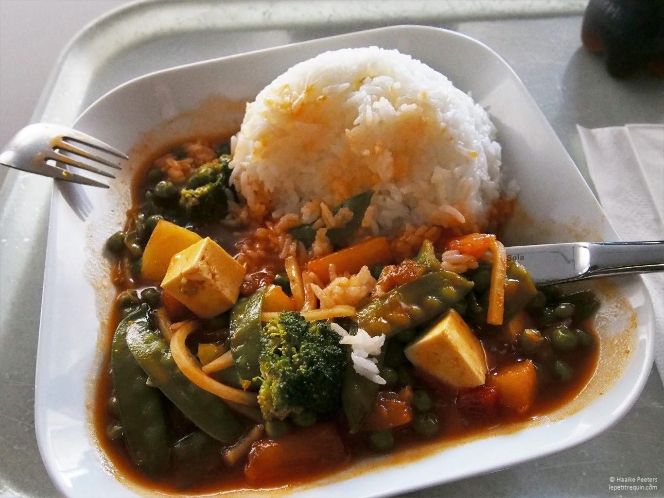 Tofu en groenten in zoetzure saus met rijst (Le petit requin)