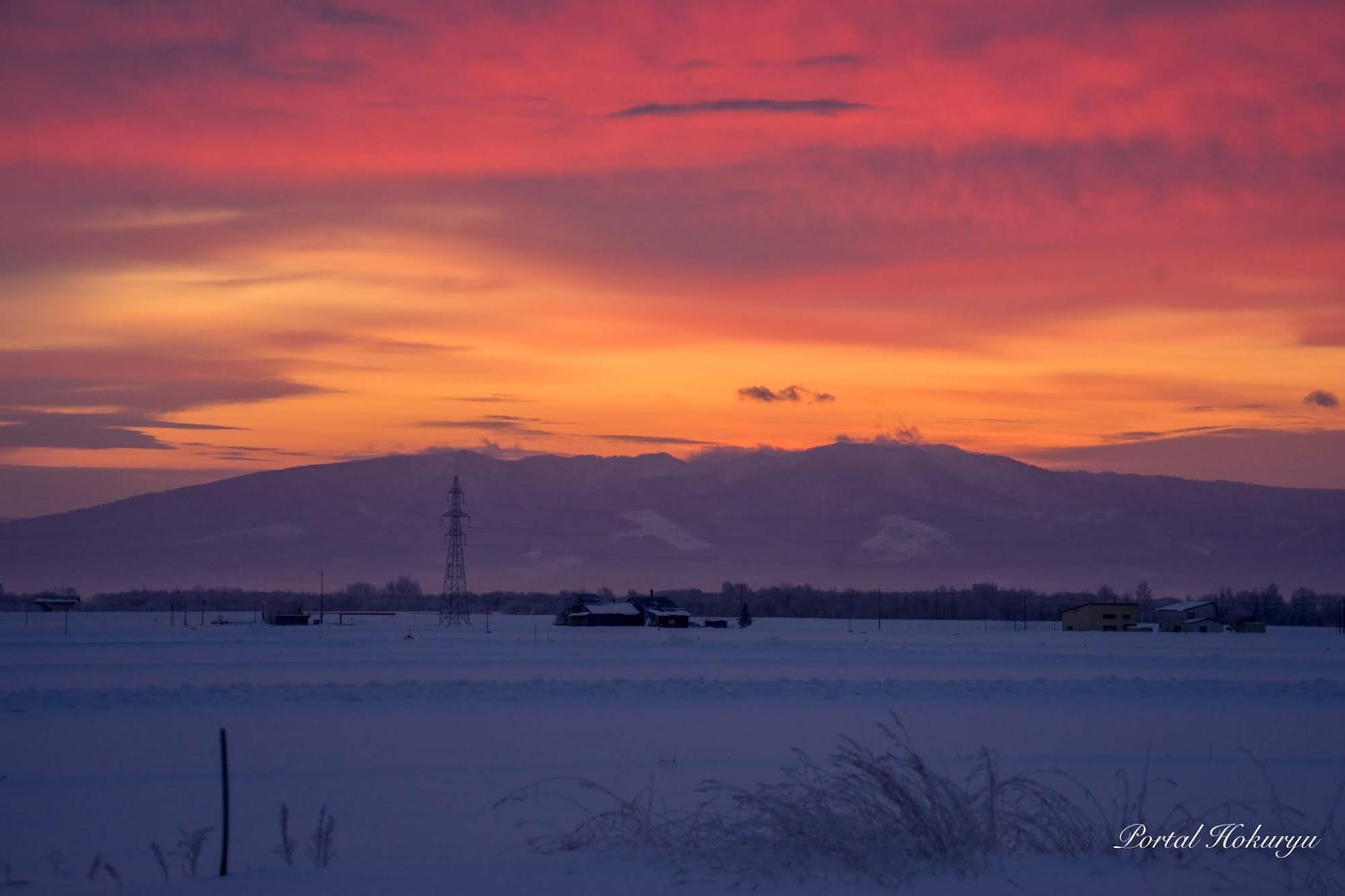 オレンジ色に染まる冬空模様