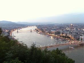 Photo: Večerní pohled na Budapešť z Gellértova vrchu.