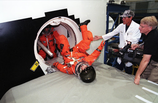 STS-99 crewmembers bailout training in building 9