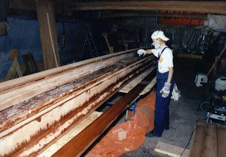 Photo: Die Querträger sind in der Senkrechten aus Sperrholz und in der Waagerechten aus Vollholz The crossbeams are made of plywood in the vertical, and solid wood in the horizontal