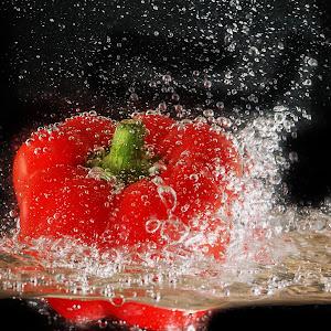 123rf  red paprika splashing.jpg