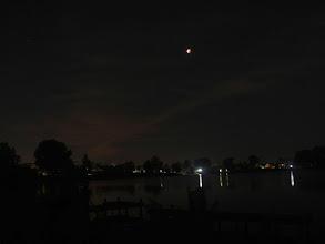 Photo: Verduisterde maan boven de Binnenmaas