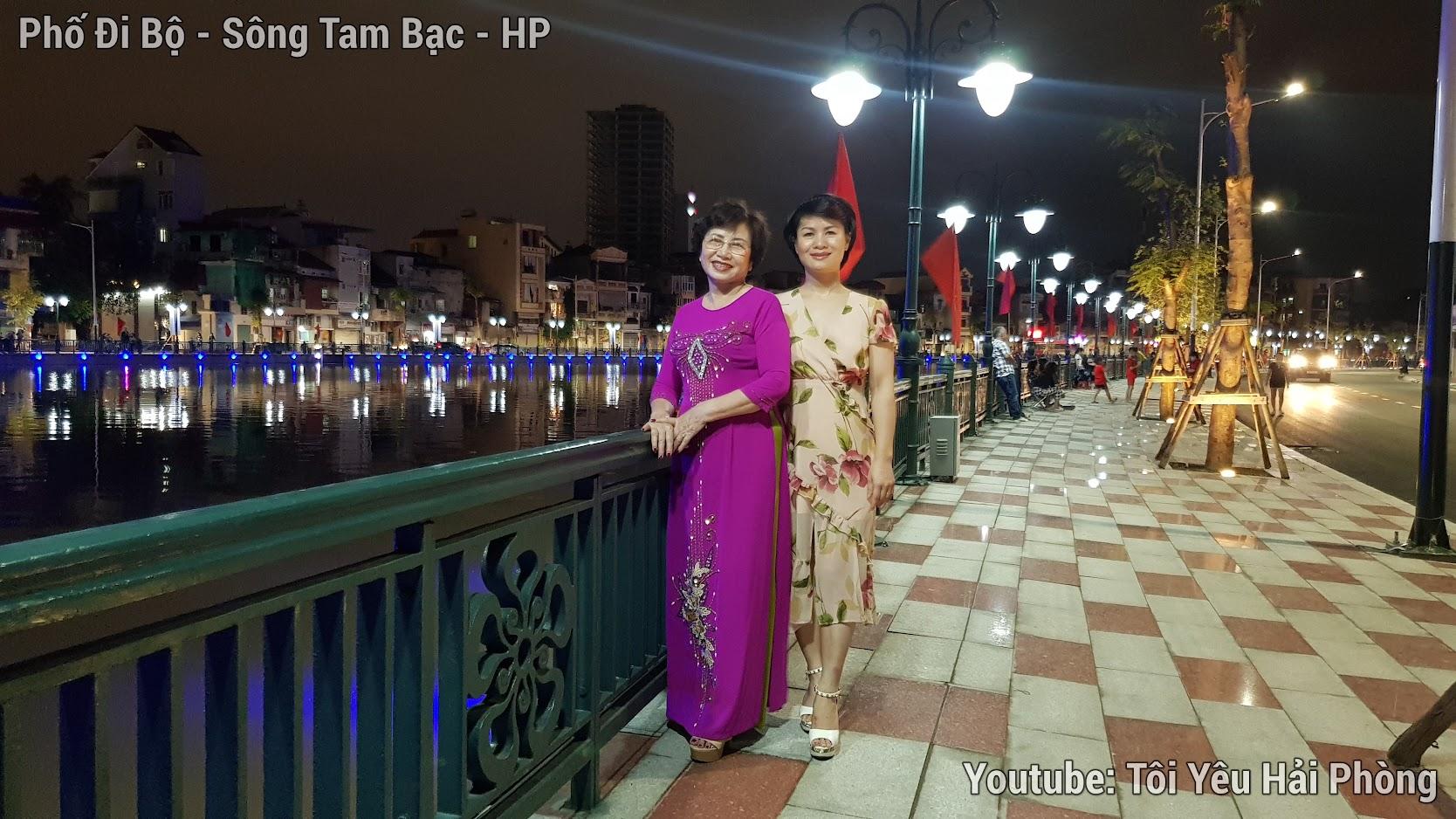 Buổi tối ở Phố Đi Bộ bên sông Tam Bạc ở Hải Phòng 1